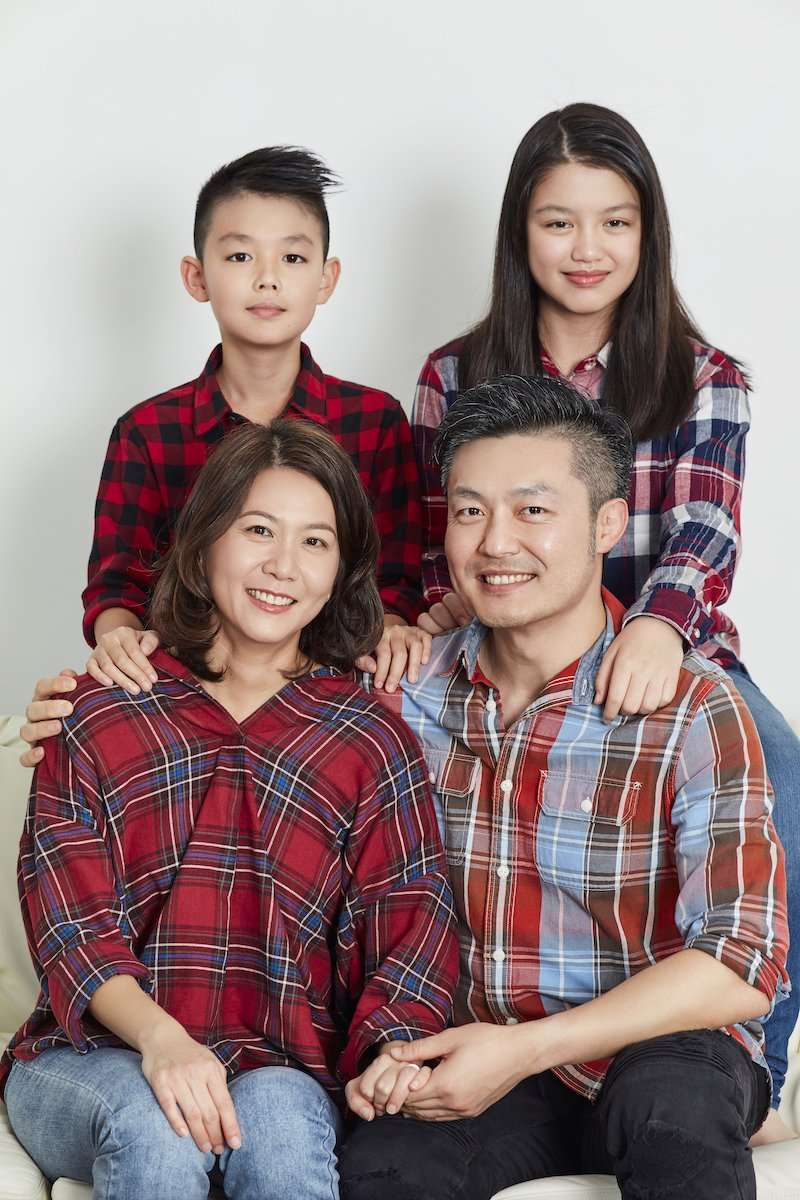 Photograph of an Asian family, all wearing plaid, by AsiaPhoto photographer Lance Lee.