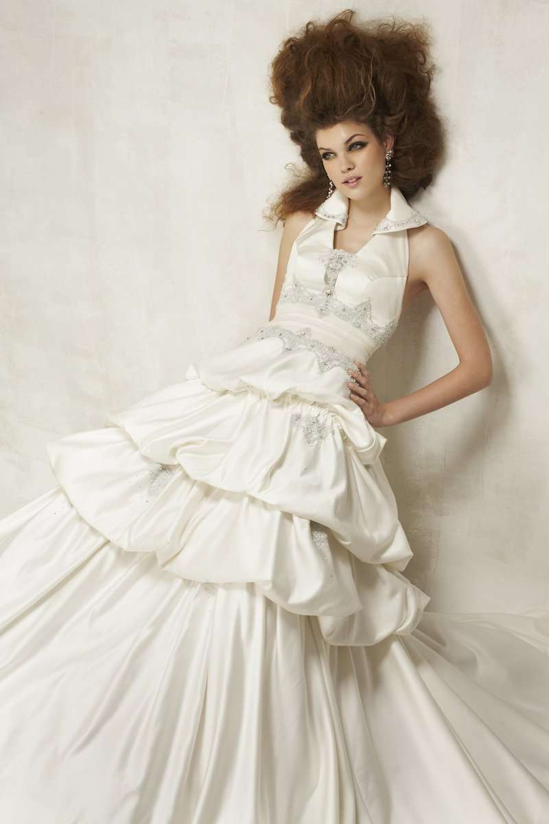 Photograph of model wearing wedding gown, by AsiaPhoto photographer Lance Lee.